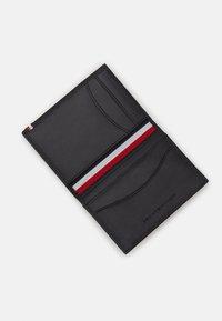 Tommy Hilfiger - BUSINESS BIFOLD - Business card holder - black - 0