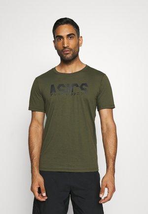 KATAKANA GRAPHIC TEE - Print T-shirt - smog green/performance black