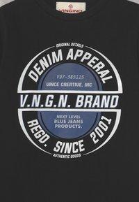 Vingino - HAMPION - Print T-shirt - deep black - 2