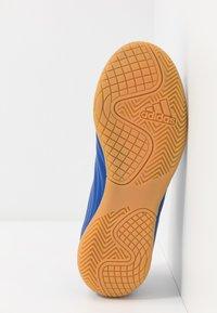 adidas Performance - COPA 20.4 IN - Halové fotbalové kopačky - royal blue/footwear white - 5