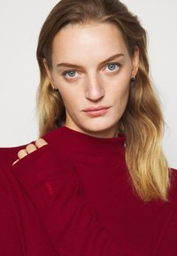 HUGO - NERELLI - Jumper - open red - 3