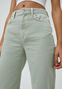 PULL&BEAR - CROPPED - Straight leg jeans - mottled light green - 3