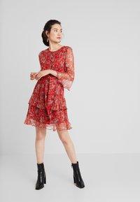Derhy - BELENUS - Vestido informal - red - 2