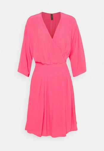 YASELIVO DRESS - Day dress - fandango pink