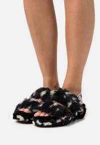 UGG - OH YEAH SPOTS - Slippers - black - 0