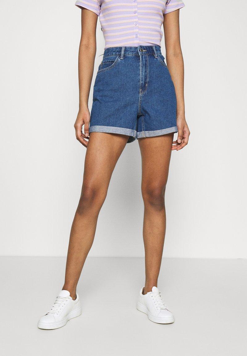 ONLY - ONLVEGA LIFE MOM - Denim shorts - medium blue denim