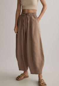OYSHO - Kalhoty - brown - 0