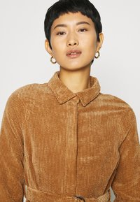Another-Label - VALIANT DRESS - Kjole - sand - 4