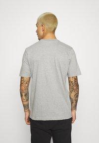 STAPLE PIGEON - COLLEGE TEE UNISEX - Print T-shirt - heather grey - 2