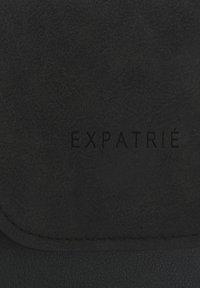 Expatrié - AMELIE - Across body bag - schwarz-gelb - 7