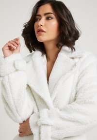 NA-KD - ZALANDO X NA-KD - Zimní kabát - off white - 4