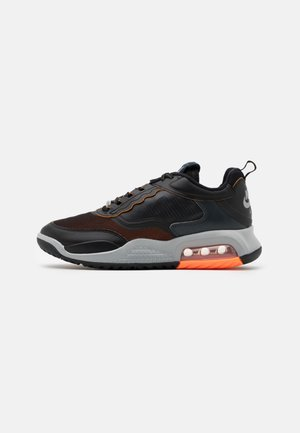 MAX 200 - Matalavartiset tennarit - black/reflective silver/light smoke grey/dark smoke grey/total orange