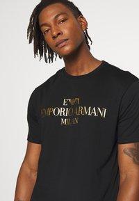 Emporio Armani - T-shirt z nadrukiem - nero - 3