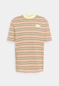 Lacoste LIVE - UNISEX - Print T-shirt - briquette/multicolour - 0