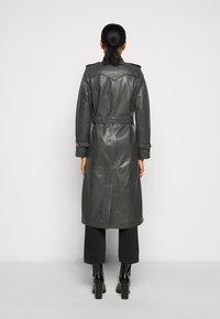 STUDIO ID - JENNI LONG - Trenchcoat - dark grey - 2