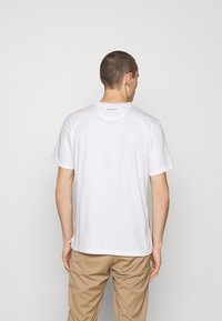 Paul Smith - Jednoduché triko - white - 2