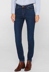 Esprit - LIEBLINGS GESCHNITTENE  - Slim fit jeans - blue dark washed - 0