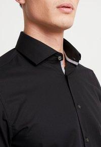 Seidensticker - SLIM FIT SPREAD KENT PATCH - Formal shirt - black - 3