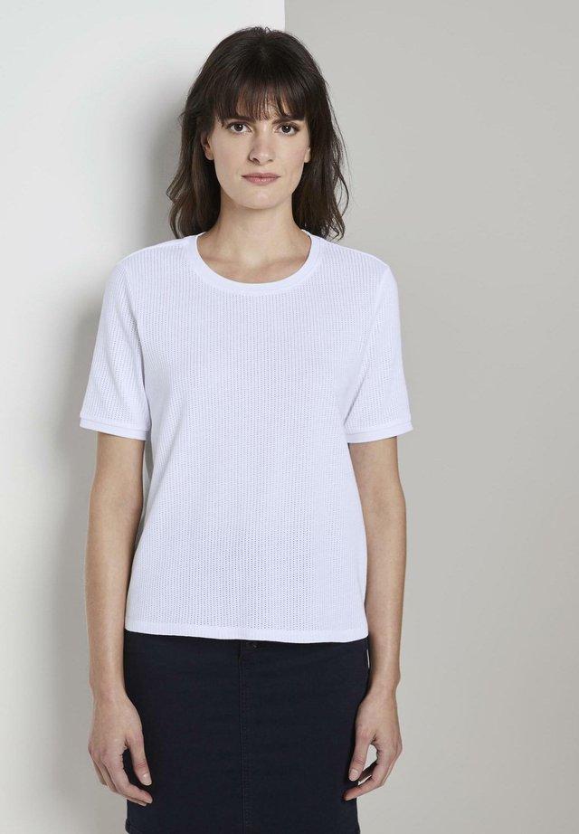 T-SHIRT T-SHIRT MIT STRUKTUR - T-shirt basique - white