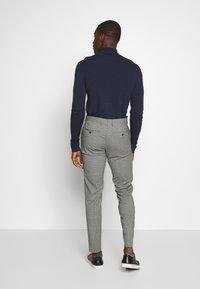 Tommy Hilfiger Tailored - MINI CHECK SLIM FIT PANT - Pantaloni - grey - 2