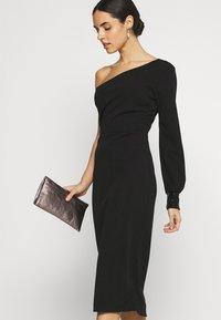 WAL G. - OLIVIA ONE SLEEVE MIDI DRESS - Shift dress - black - 3