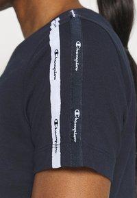 Champion - CREWNECK - Camiseta estampada - dark blue - 4