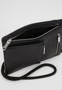 BOSS - CROSSTOWN NECK POUCH - Wallet - black - 5