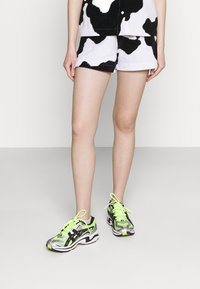 NEW girl ORDER - COW PRINT - Shorts - multi - 0