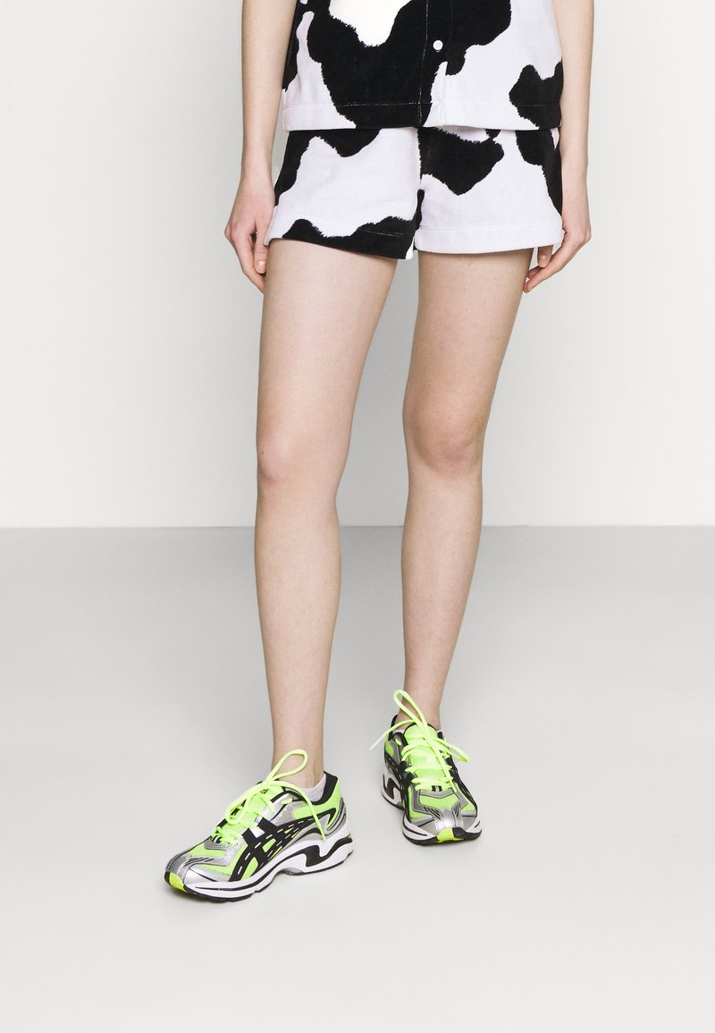 NEW girl ORDER - COW PRINT - Shorts - multi