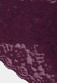 Gilly Hicks - CORE LACE CHEEKY 3 PACK - String - white/berry wine/black - 5