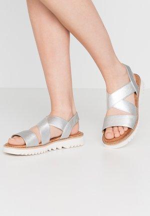 Sandaalit nilkkaremmillä - silber