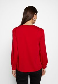Cortefiel - CREW NECK BASIC BLOUSE WITH EYELETS DETAILS IN COLLAR - Blůza - red - 2