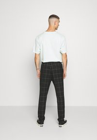 Only & Sons - ONSLINUS LONG CHECK  - Trousers - black - 2
