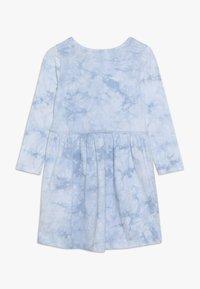 Cotton On - FREYA LONG SLEEVE DRESS - Žerzejové šaty - dusty blue tie dye - 1