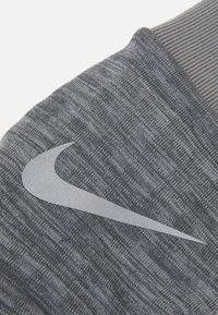 Nike Performance - NIKE MEN'S SPHERE RUNNING GLOVES - Hansker - iron grey heather/grey fog/silver - 1