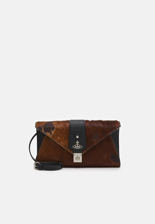 DOLCE ENVELOPE - Pikkulaukku - brown