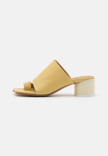 T-bar sandals - limelight