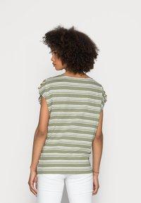 Esprit - BUTTON - T-shirts med print - light khaki - 2