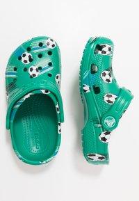 Crocs - CLASSIC SPORT BALL - Pool slides - deep green - 0