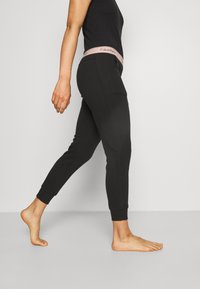 Calvin Klein Underwear - MODERN LOUNGE JOGGER - Pyjama bottoms - black/honey almond - 3