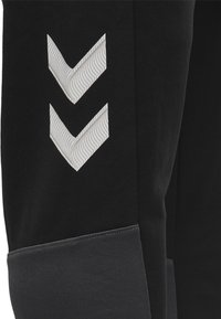 Hummel - LEAD PANTS - Jogginghose - black - 4