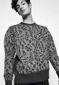 Vivienne Westwood - CLASSIC - Sweatshirt - black/white - 4
