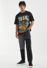 PULL&BEAR - THE NOTORIOUS B.I.G - T-shirt con stampa - mottled black - 1