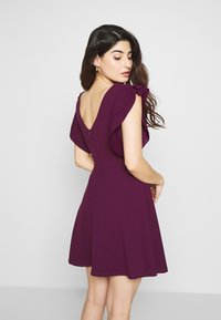WAL G PETITE - FRILL SLEEVES V NECK FIT AND FLARE DRESS - Denní šaty - plum - 2
