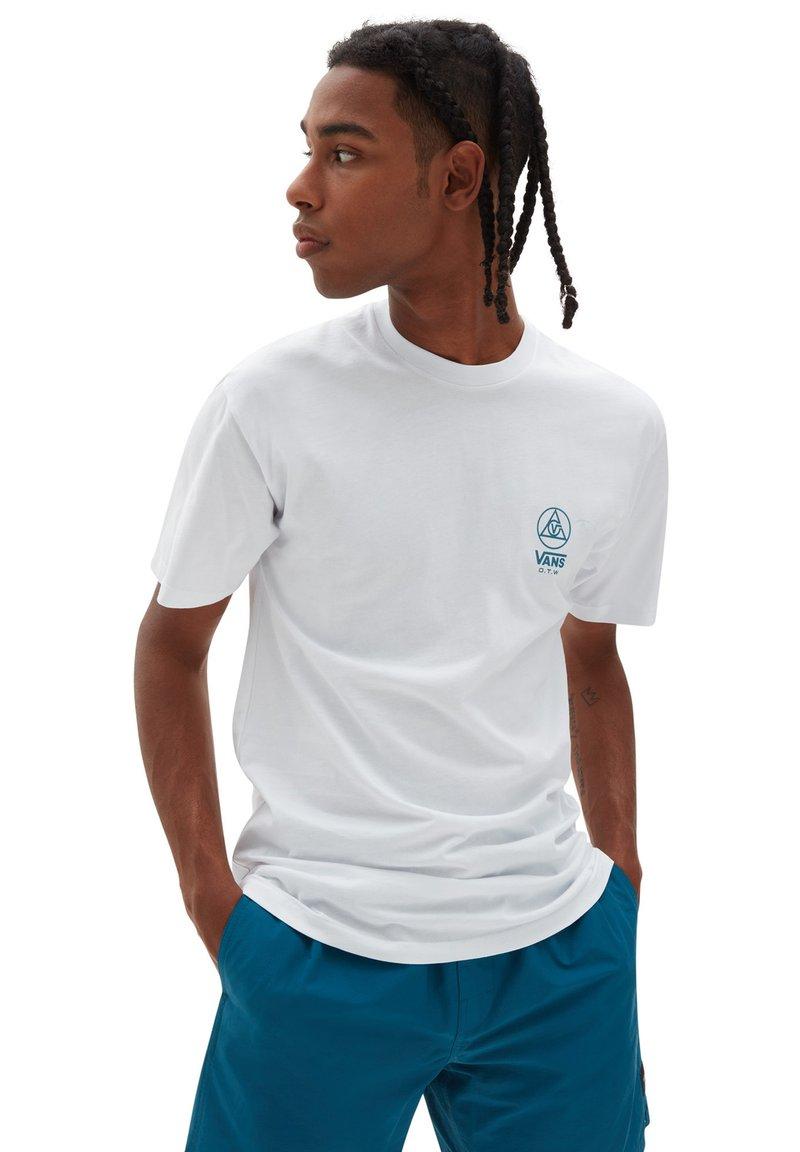Vans - MN THREE POINTS SS - Print T-shirt - white