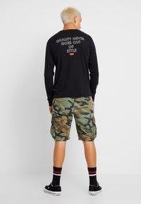 Levi's® Extra - GRAPHIC TEE - Camiseta de manga larga - black - 2
