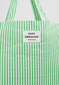 Mads Nørgaard - ATOMA - Tote bag - white/green - 6