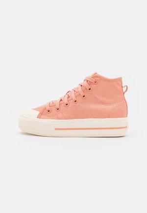 NIZZA PLATFORM MID - Sneakers alte - ambient blush/cream white