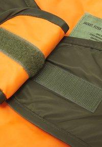 Alpha Industries - MA-1 DOG JACKET BACKPRINT - Other accessories - dark olive - 5