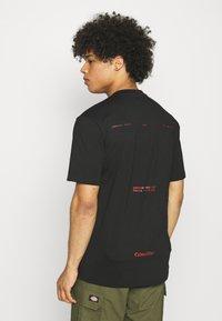 Caterpillar - WORKWEAR TEE - T-shirt z nadrukiem - black - 2